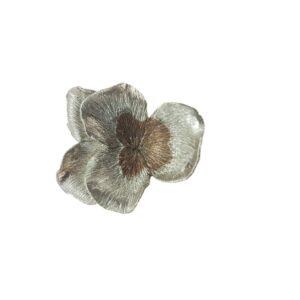 Kees Hendriks broche viooltje zilver brons